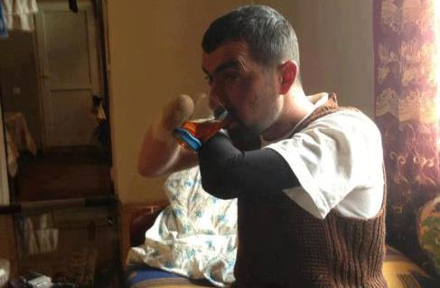 Özünü Qarabağ əlili kimi təqdim edən dilənçinin 100 minlik cipi, obyektləri var...
