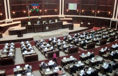 2015-ci ilin dövlət büdcə zərfi qəbul edildi