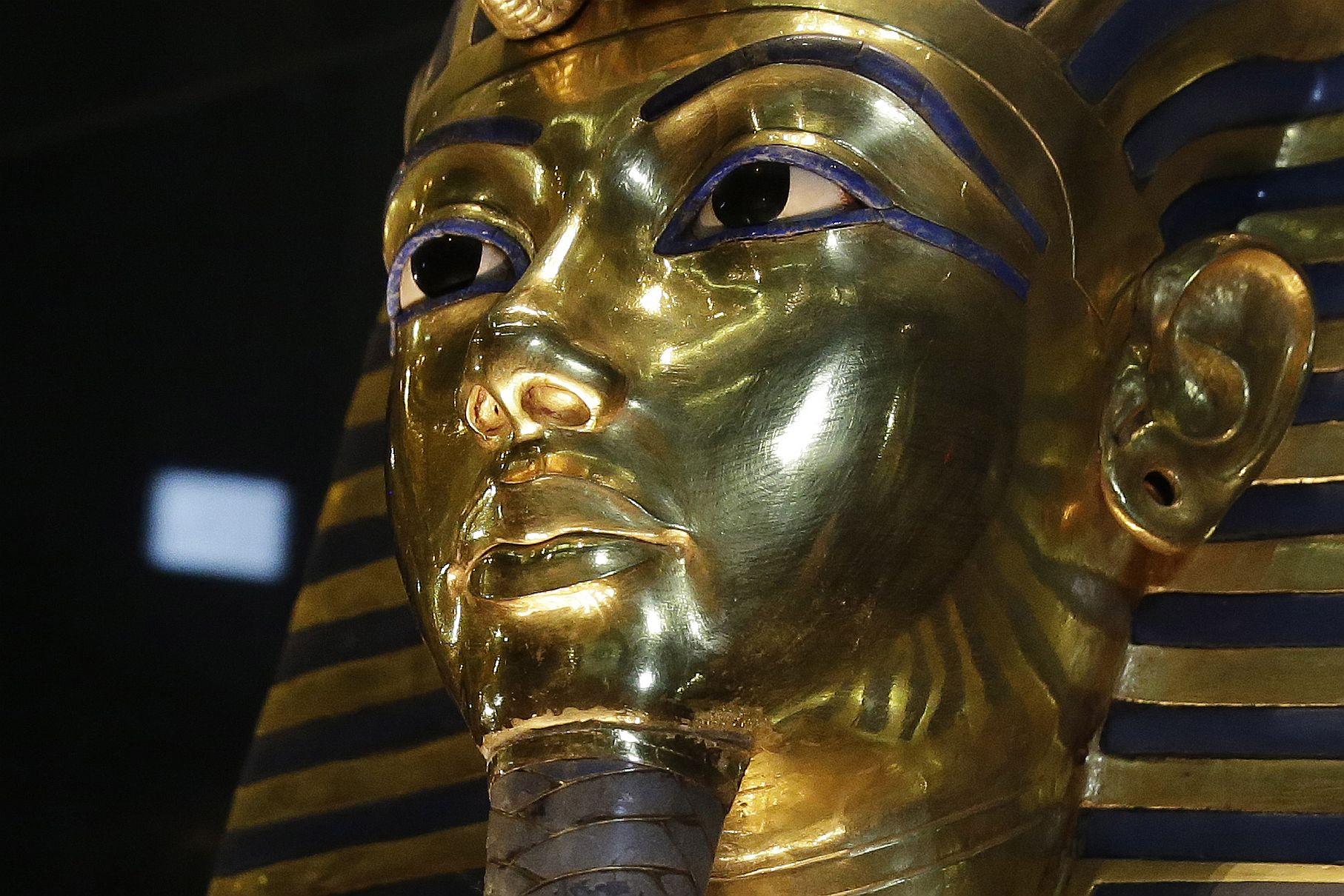 Tutanhamonun 2 cinsiyyət orqanı olub