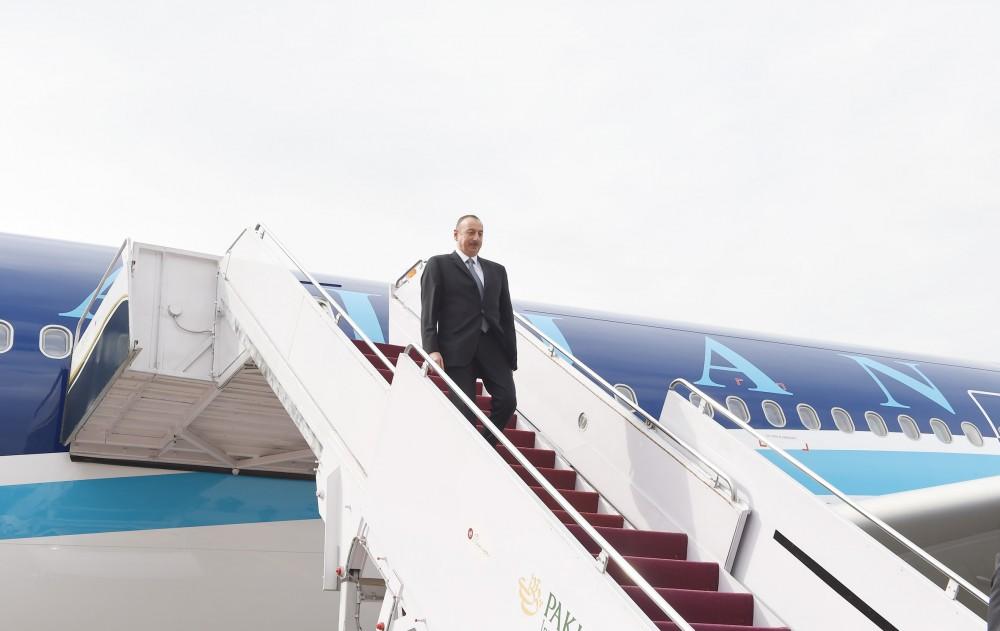 Prezident İlham Əliyev Türkmənistana getdi
