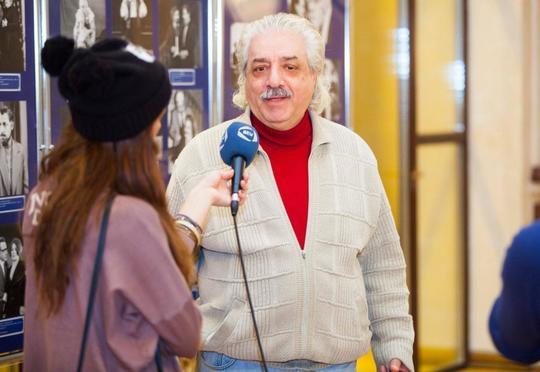 """Ad gününü çay süfrəsi ilə keçirən rejissor: """"Bizim heç kimimiz yoxdur"""""""