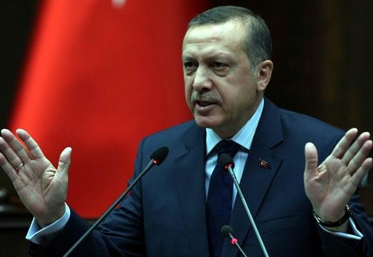 Türkiyə qapılarını suriyalı qaçqınların üzünə bağlayır