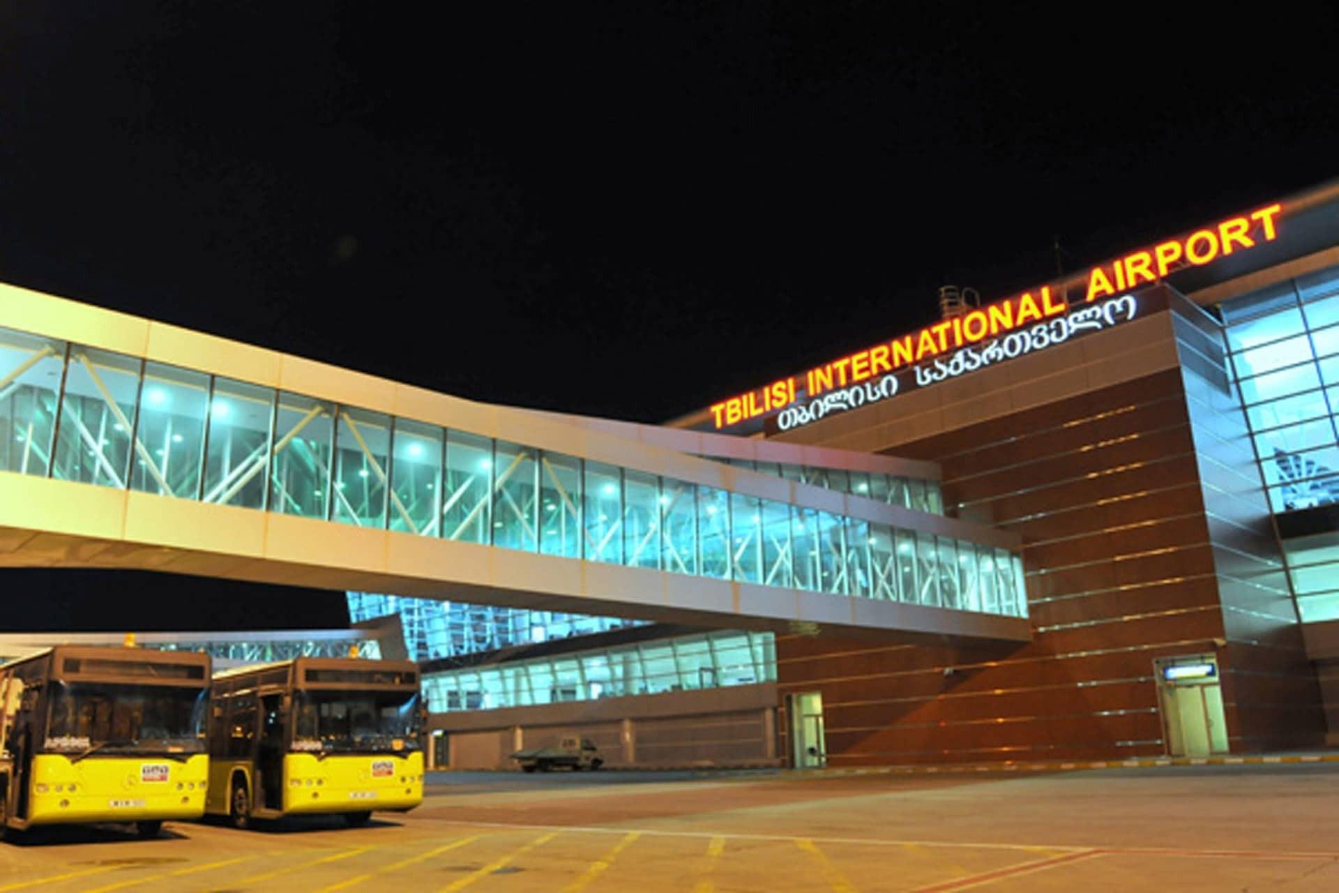 Duman aeroporta çökdü