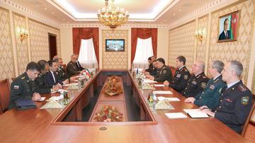 Ramil Usubov iranlı komandanla görüşdü