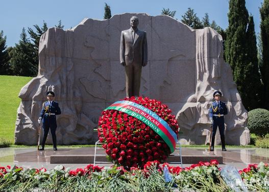 Azərbaycan xalqının ümummilli lideri Heydər Əliyevin vəfatından 15 il ötür