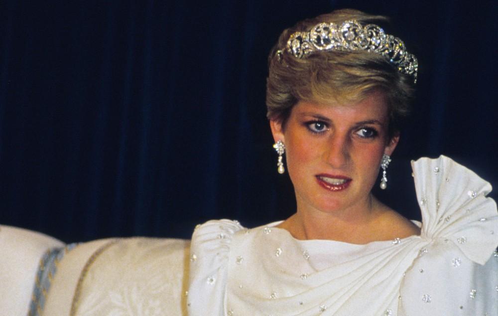 Şahzadə Diananın ipək paltarı 202 minə satıldı