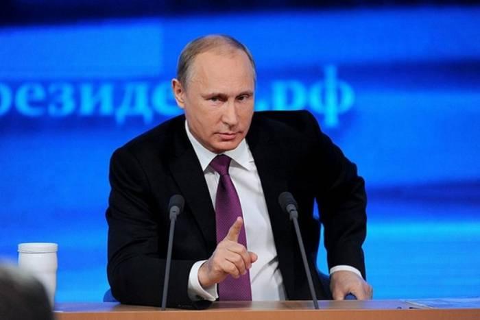 Putinin reytinqi düşür