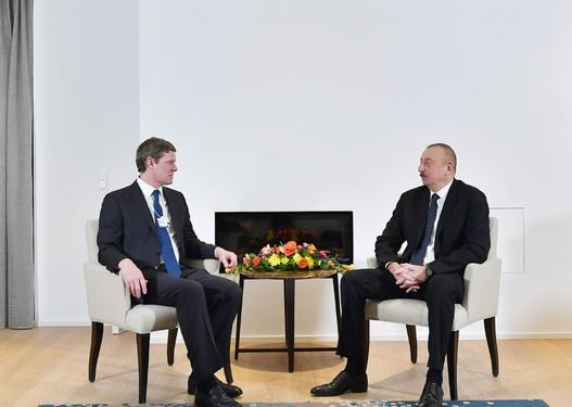 """İlham Əliyev Davosda """"Visa"""" şirkətinin prezidenti ilə görüşdü"""