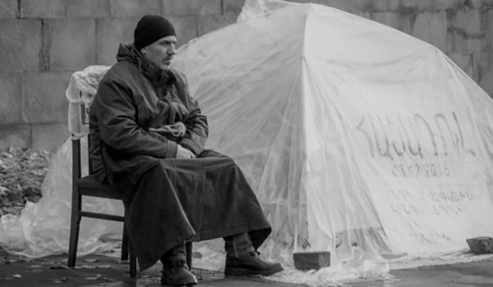 Erməni rejissor aclıq aksiyası keçirir