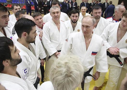 Putin barmağını zədələdi -