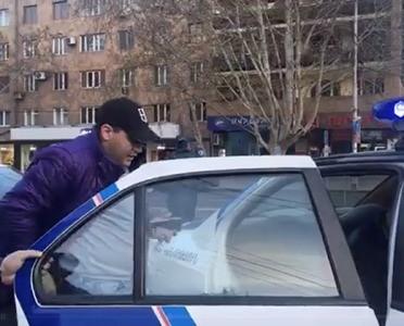 """Yerevanda divarlara """"Saxta Nikol"""" şüarı yazan gənclər saxlanıldı"""