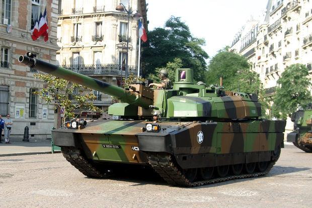 Fransa tankları Rusiya sərhədinə doğru yola düşdü
