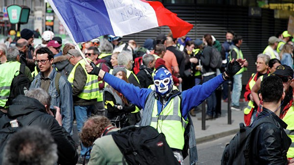 """Parisdə """"sarı jiletlilər"""" etiraz aksiyası keçirirlər"""