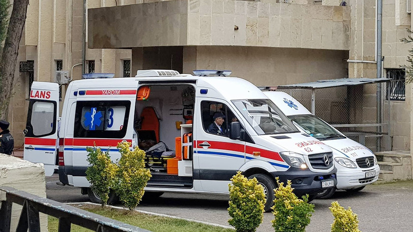 TOPLUM 11:41 Bakıda sərnişin avtobusu minik maşını ilə toqquşdu - 5 nəfər y ...