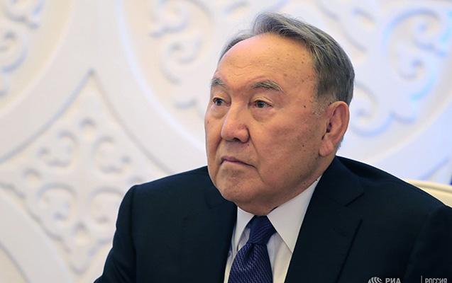 Nazarbayev göz yaşlarını saxlaya bilmədi - VİDEO