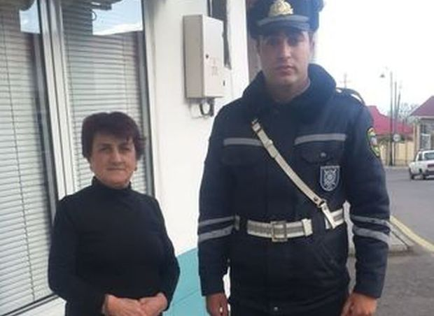 Qadın bankdan kredit götürdüyü pulu itirdi, polis qaytardı