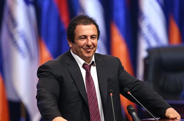 Ermənistan hakimiyyəti parlamentdəki müxalif fraksiyanı parçalayır - KİV