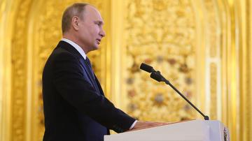 """Putin bu oğlana """"Mersedes"""" maşını verəcək"""