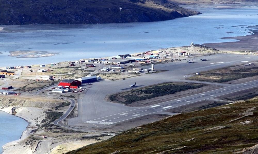 Qrenlandiya aeroportu mülki uçuşları dayandırdı, səbəbi...