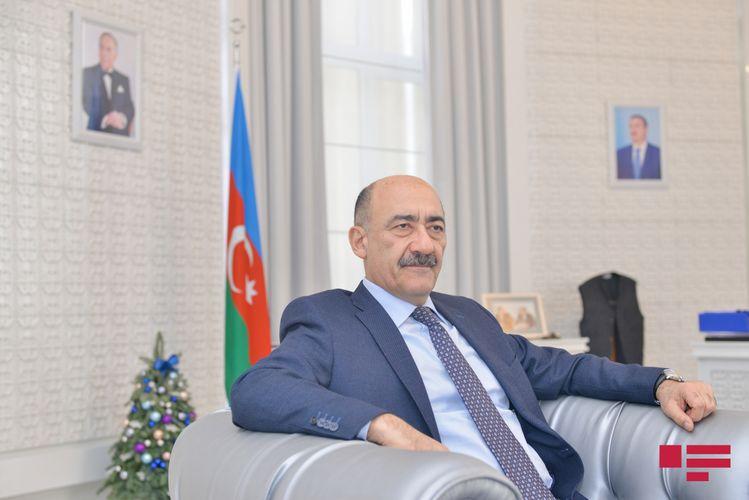 """Əbülfəs Qarayev: """"Evdə yazı masamın üstündə azı 4 kitab var"""" - MÜSAHİBƏ"""