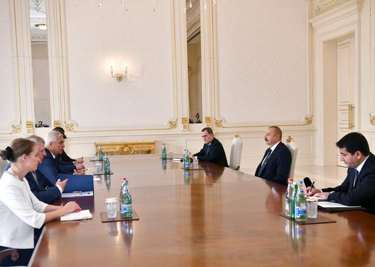 İlham Əliyev Slovakiyanın xarici işlər və Avropa nazirini qəbul edib