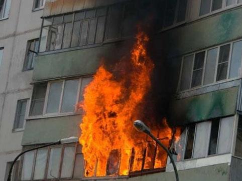 Sakinlər binadan çıxarıldı - Bakıda yanğın
